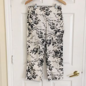 Express crop Capri pants in black white floral 1/2